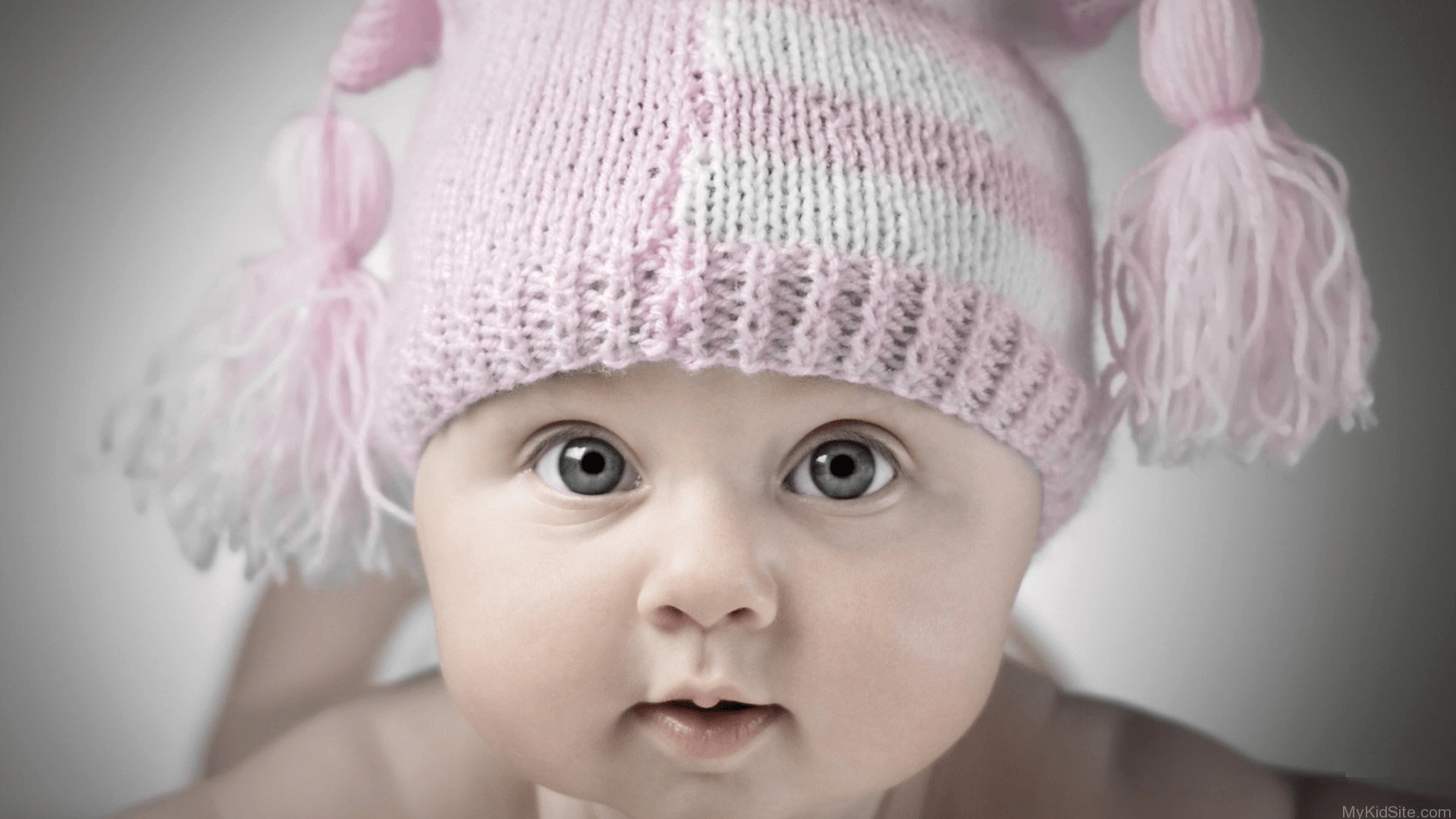 20 Charming & Innocent Babies Wallpapers